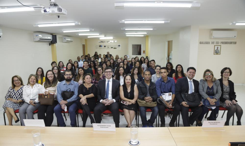 Entre estudantes e advogados, cerca de 90 pessoas estiveram presentes  / Foto: Lula Aparício