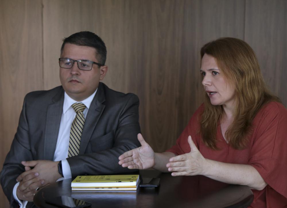 Raquel Castro ao lado do vice-presidente da Comissão de Coaching da OAB/RJ, Walter Lima Sales de Santana / Foto: Luciana Botelho