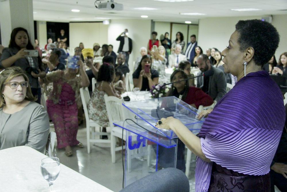Ivone Caetano, primeira desembargadora negra do TJRJ, recebe Medalha A Rosa Negra / Foto: Bruno Marins