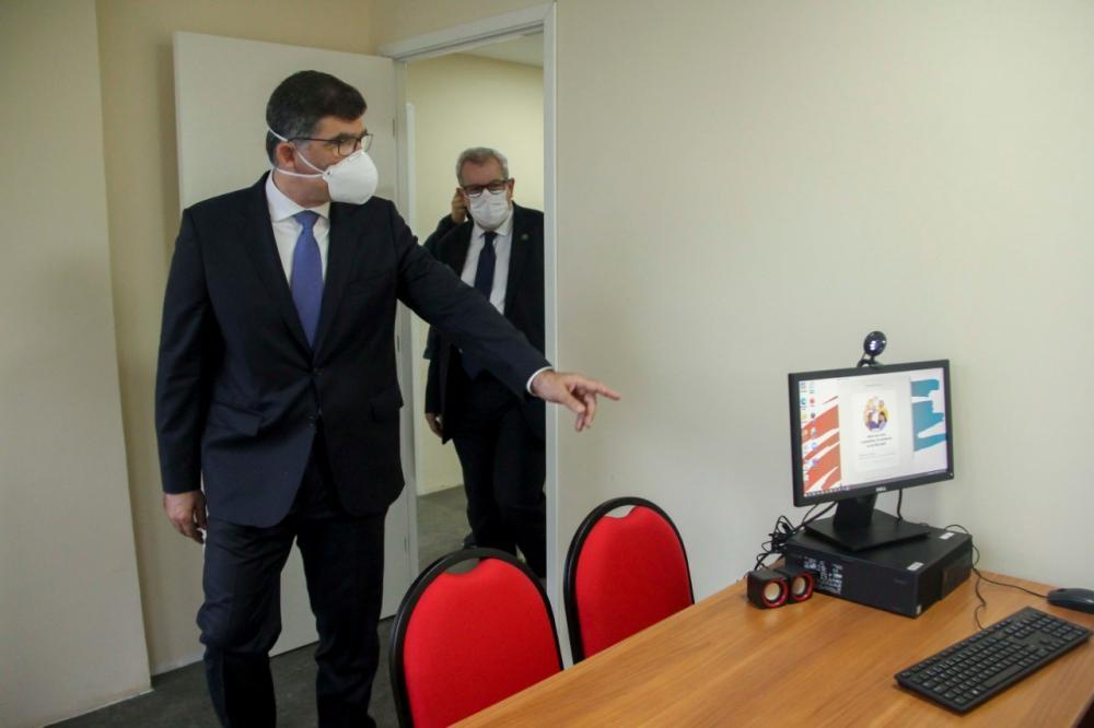 Luciano e Ricardo vistoriaram o espaço antes da inauguração / Foto: Bruno Marins