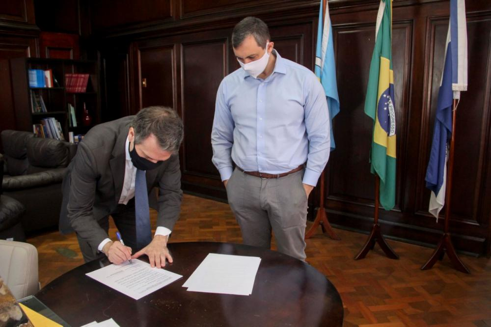 Marcello Oliveira e Raphael Montenegro na assinatura do novo convênio / Foto: Bruno Marins