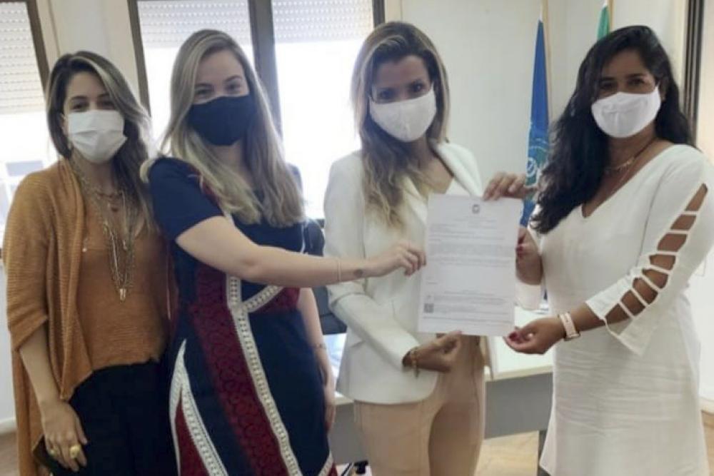 A secretária geral da Diretoria de Mulheres, Priscilla Nunes; Rebeca Servaes; a subsecretária de Políticas para Mulheres do Estado, Cristiana Bento; e Marisa