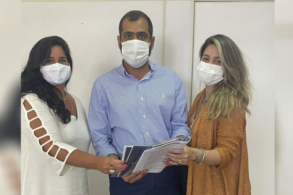Marisa, o secretário de Desenvolvimento Social e Direitos Humanos do Estado, Bruno Dauaire; e Priscilla Nunes