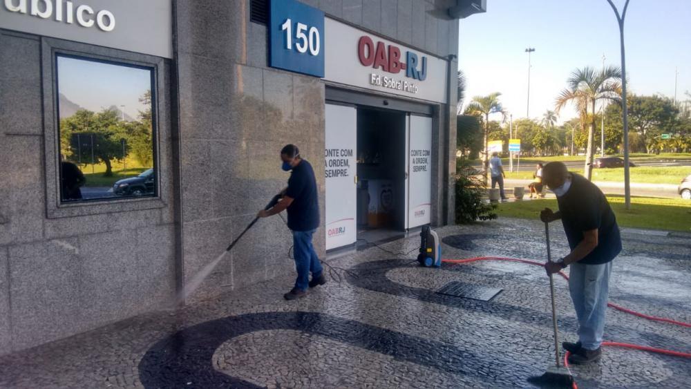 Equipe higienizou os espaços que serão reabertos ao público