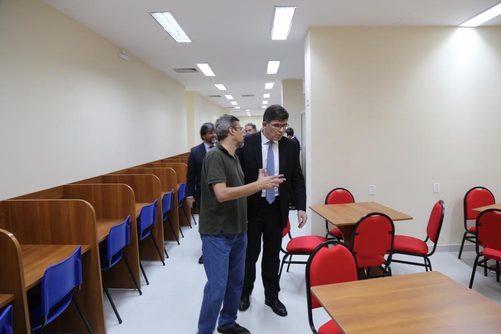 Após a panfletagem, Luciano vistoriou as obras da nova Casa Paulo Saboya / Foto: Lula Aparício